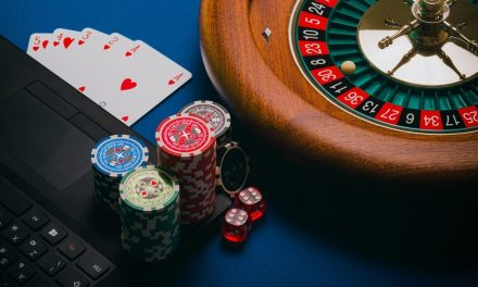 Risks and Problems that Come with Online Gambling