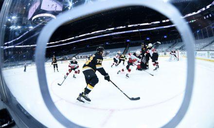 "Boston Bruins – Philadelphia Flyers Celebrate The NHL ""Outdoors"""